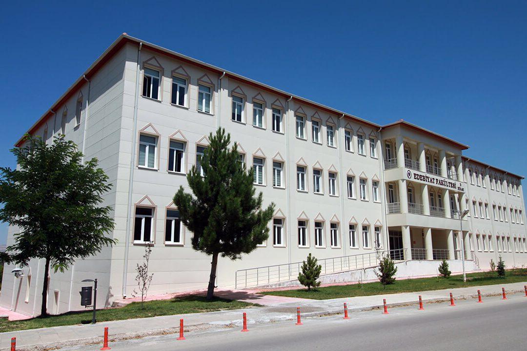 كلية جامعة جمهوريت الآداب